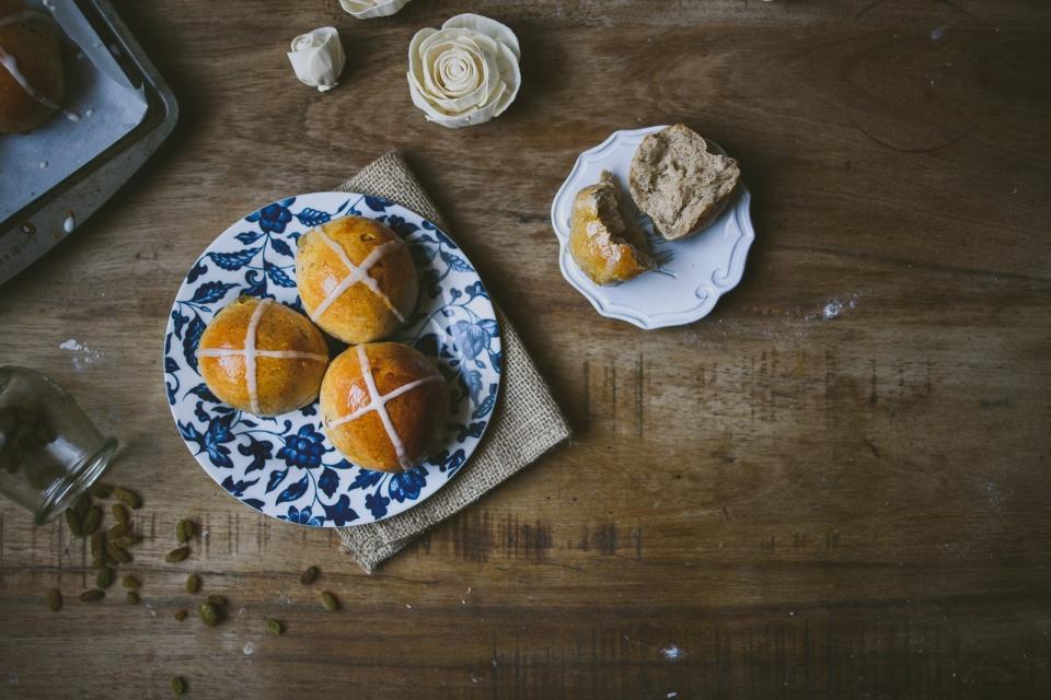 tangzhong coconut hot cross buns | le jus d'orange-31